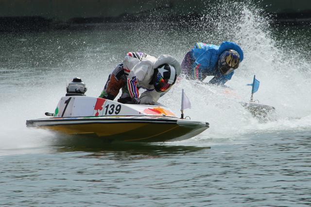 競艇予想の仕方に欠かせないコース別の特徴と選手の得意コースについて